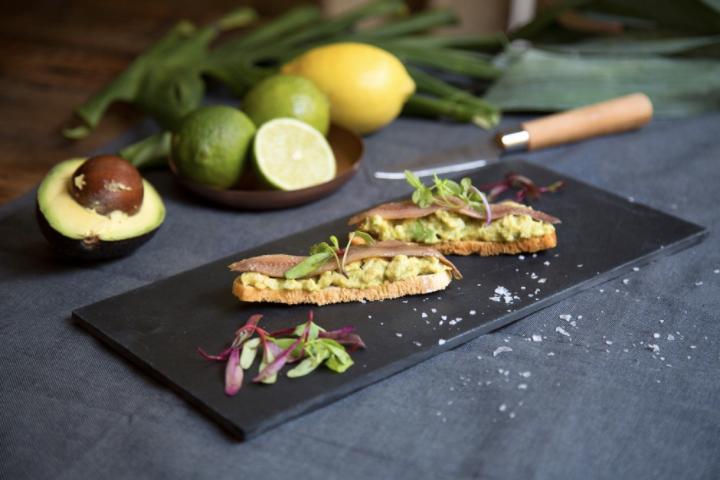 Costrini anchoa y guacamole